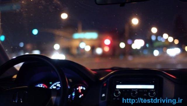 رانندگی در شب در جاده